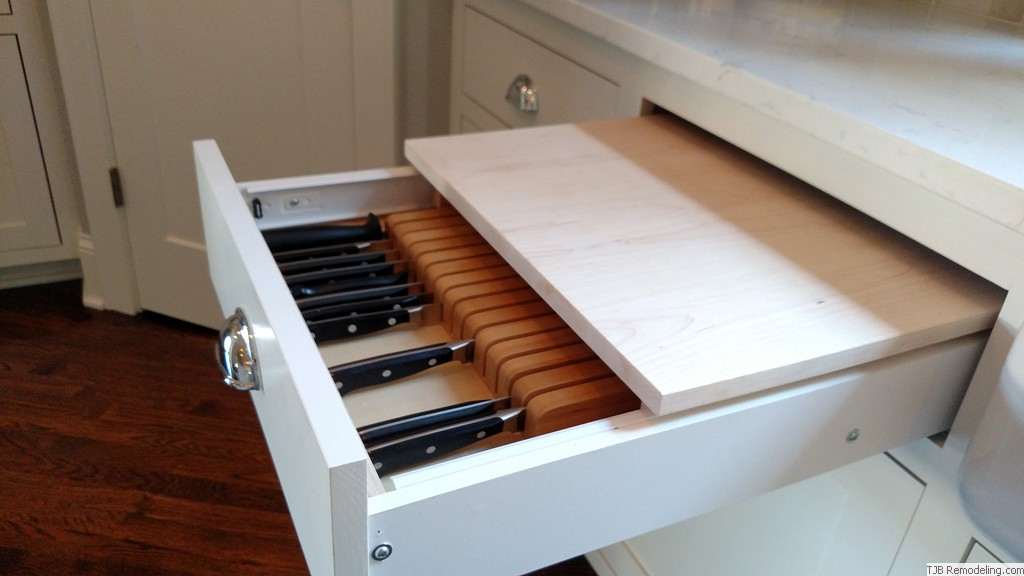 Knive storage under in drawer cutting board